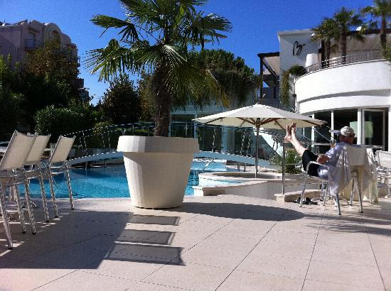 Hotel Belvedere: Pool side