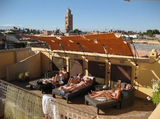 Maison MK: Relaxing on the roof terrace