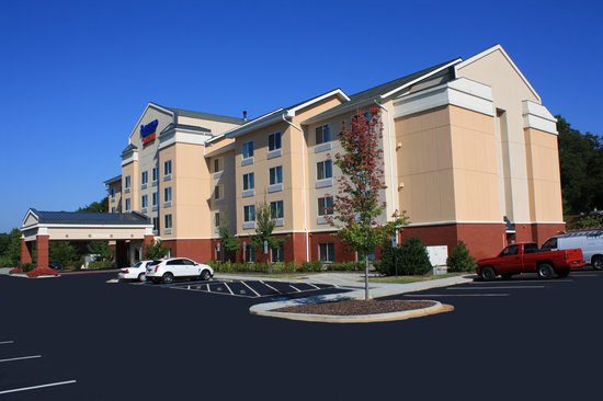 Fairfield Inn & Suites Greensboro Wendover: Exterior