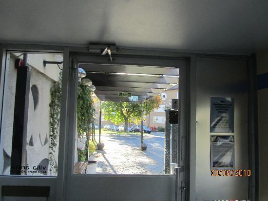 Villa Arsta Hotell: front door