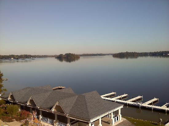 Bay Pointe Inn & Restaurant: Looking down Gun Lake