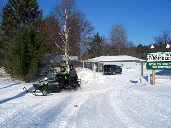 Rustic Manor Motor Lodge: Right on St Germain Bo-Boen Snowmobile Trail