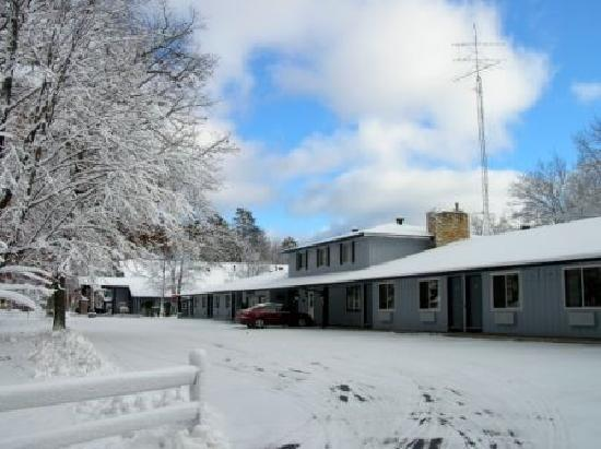Rustic Manor Motor Lodge: Winter's first snow