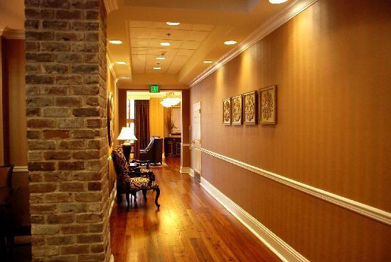 Holiday Inn Express Savannah-Historic District: 6