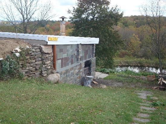 Sivananda Ashram Yoga Ranch : brick-firewood fed sauna house