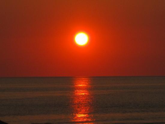La Quinta Inn & Suites Panama City Beach Pier Park : Beautiful sunsets a short walk away