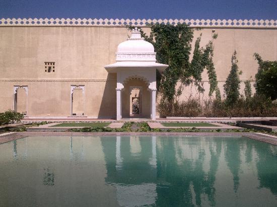 Sardargarh Heritage Hotel: Swimming Pool