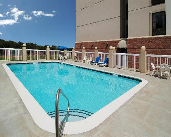Comfort Suites University - Research Park: Pool