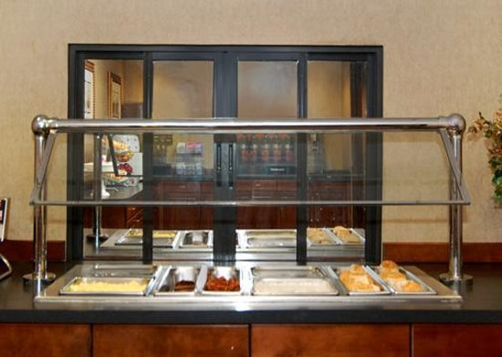 Comfort Suites University - Research Park: Hot Breakfast Buffet