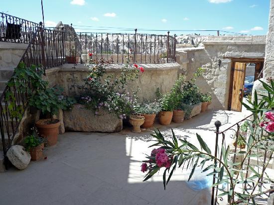 Koza Cave Hotel: Terrace garden