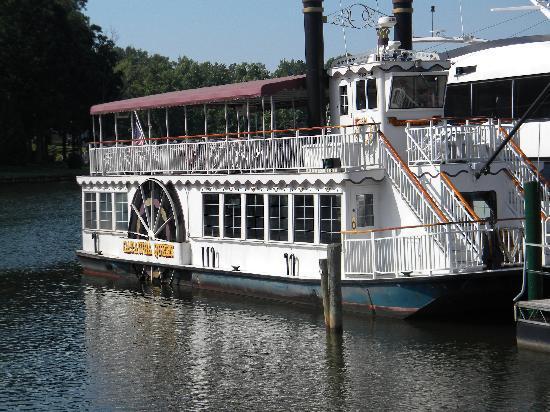 Cornelius, NC: Tour boat at Queens Landing