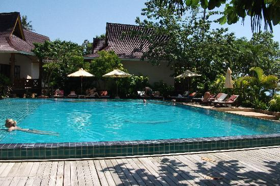 Phi Phi Villa Resort: What a nice pool.....