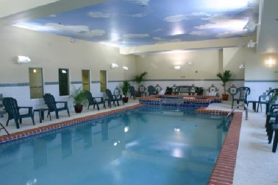 Country Inn & Suites by Carlson - Valdosta: great indoor pool and only place around with one