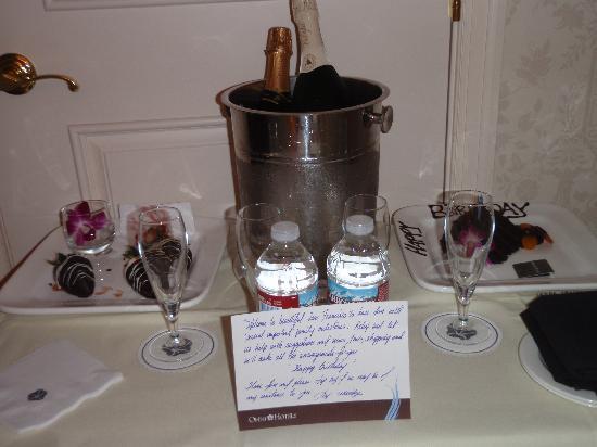 Omni San Francisco Hotel: treats & bubbly