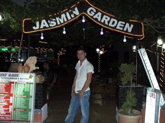 Jasmin Garden: very funny barman alex