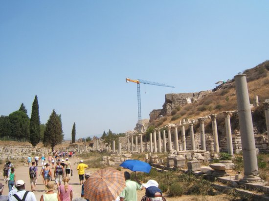 Ekol Travel - Day Tours: Walking toward Amphitheatre
