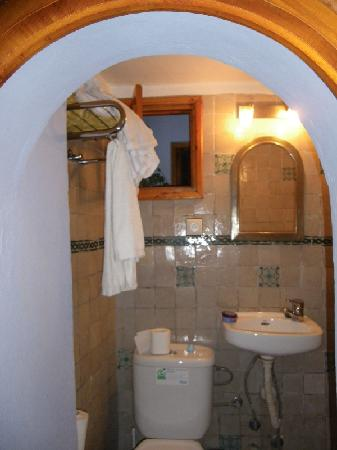 Hostal Guernika: Baño impecable