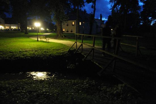 Lwowek Slaski, Polen: Gardens by night