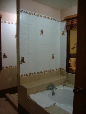 P.S. Villa: baignoire et douche