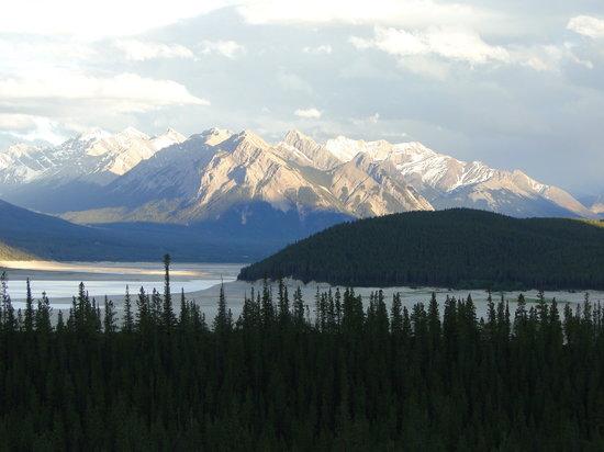 Nordegg, Canadá: Scenery behind Abraham Lake