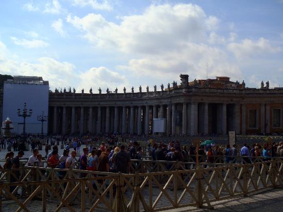 Romaround Tours: St Peters Sq