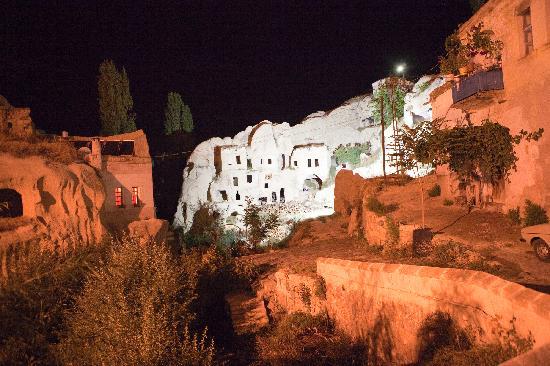 Gamirasu Cave Hotel : Hotel at night