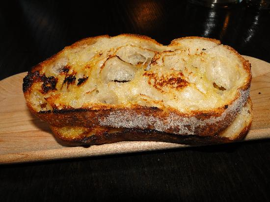 Nudel Restaurant: sourdough toast with olive oil - the best ever!