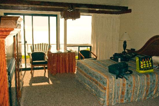 Ragged Point Inn and Resort: Rooms are oceanfront or oceanview