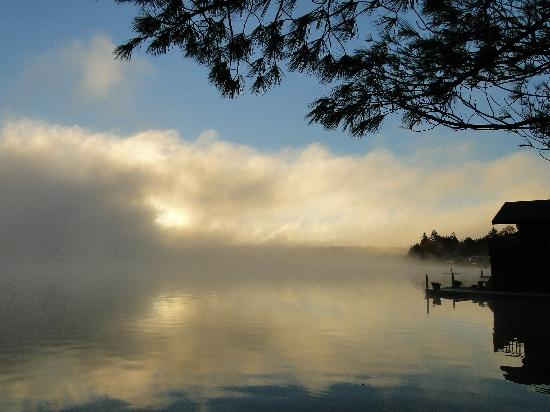 Lake Placid Lodge: The sun coming up in the morning dispersing the mist over the lake