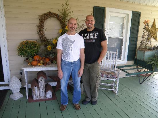 Piney Hill Bed & Breakfast: Innkeepers Wiley and Hank