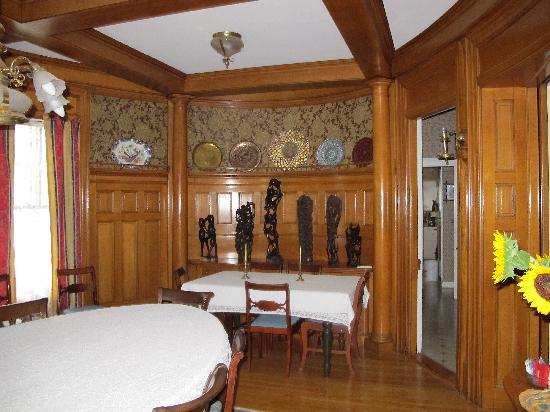 Orchard Street Manor: chestnut oval dining room