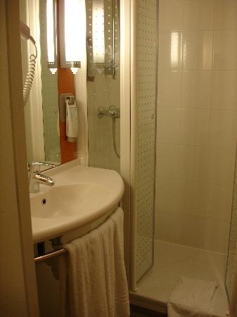 Ibis Porto Centro: Bathroom