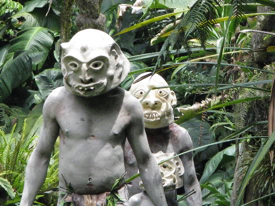 Mount Hagen, Papua New Guinea: The mud men village