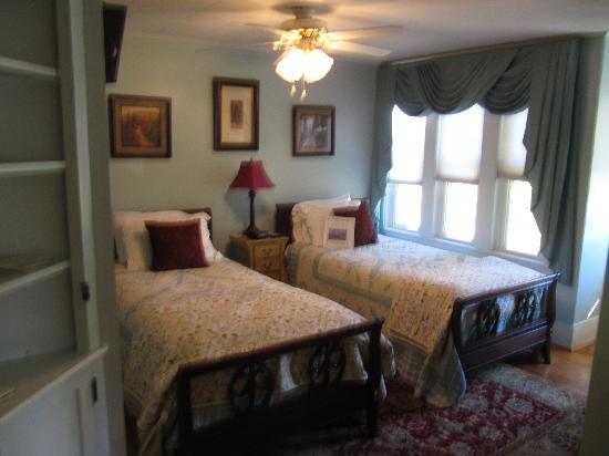 Eastman Inn: Room 1