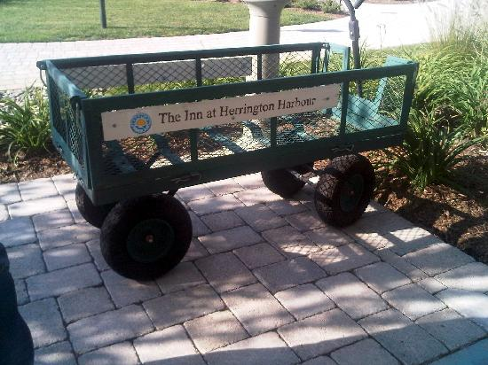 The Inn at Herrington Harbour: Wagon used to transport your luggage from car to room