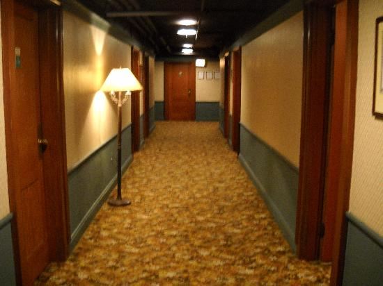 Gatlinburg Inn: Our hallway