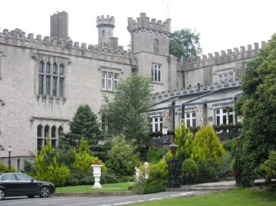 Cabra Castle Hotel: A side view of the Castle and terrace.