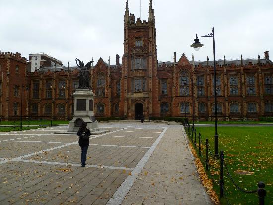 Белфаст, UK: Queens University