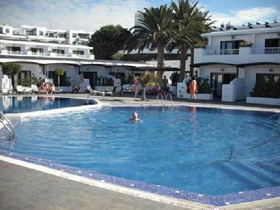 Relaxia Lanzaplaya Apartments : Pool at Lanzaplaya