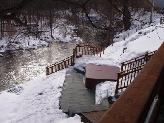 Stone Waters Inn: hot tub in the winter too all night
