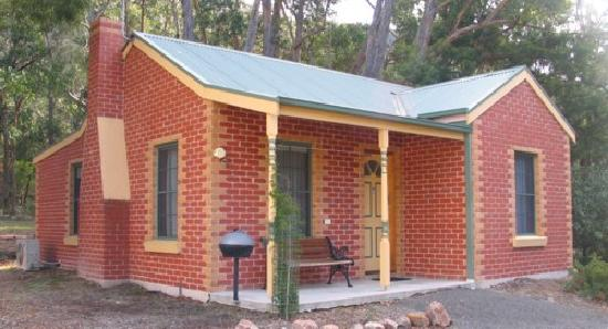 Heatherlie Cottages Halls Gap: Brick miners cottages