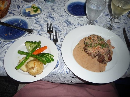 Blue Heron Inn: Steak with peppercorn cognac sauce