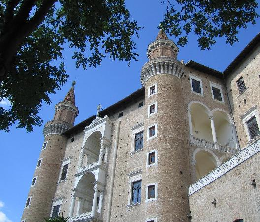 Urbino, Italien: Twin Towers of the Ducal Palace