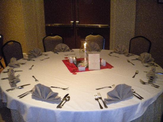 Hilton Garden Inn Anderson : table