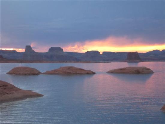 Lake Powell: Sunset on the lake