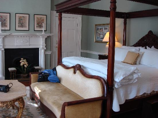 The Dinsmore House Bed & Breakfast: Dinsmore Room