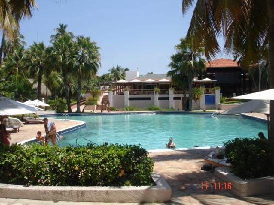 Hotel Cumanagoto Premier International Hotel : Piscina y hotel