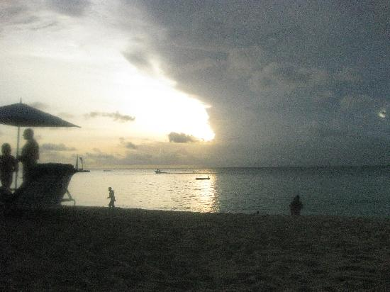 Sandy Lane Hotel: sunset on sandy lane beach
