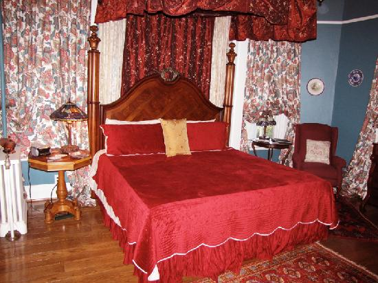 South Court Inn Bed and Breakfast: The Margaret Bland room.