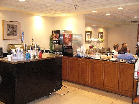 Wingate by Wyndham Chattanooga : Wingate Happy Hour